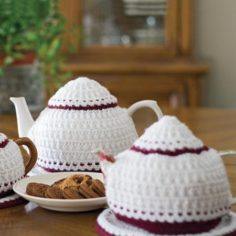 Elizabeth Jane Tea Cozy & Mat Set